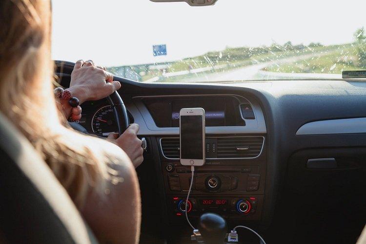 Distacciones más frecuentes al conducir