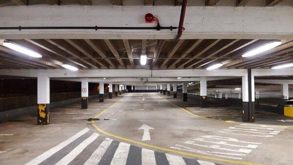 Qué lugares no son contemplados por la Ley reguladora del contrato de aparcamiento de vehículos