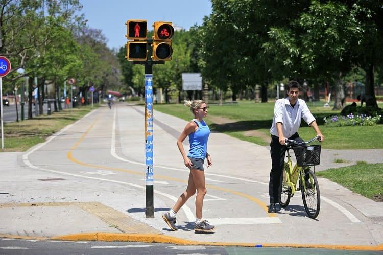 Por qué sitios debe circular una bicicleta cuando no hay carril bici o senda propia