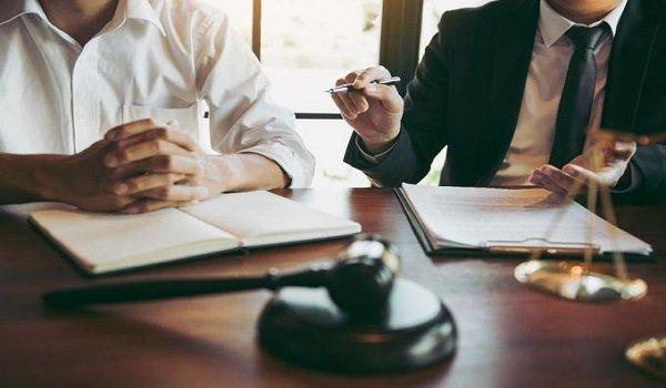 Es obligatorio contar con la representación jurídica de un abogado para hacer la reclamación de indemnización